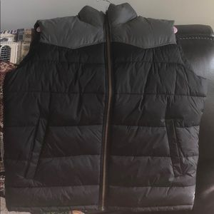 NWOT GAP Men's Large Puffer Vest
